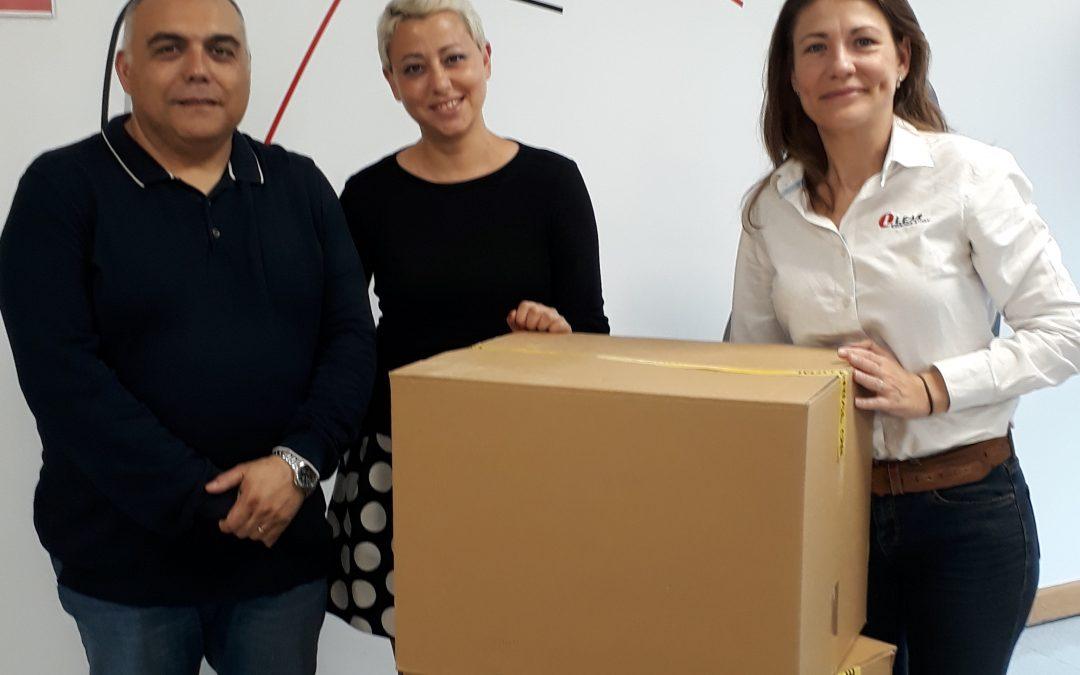 La empresa Lear Corporation dona equipos informáticos para los proyectos de la Fundación