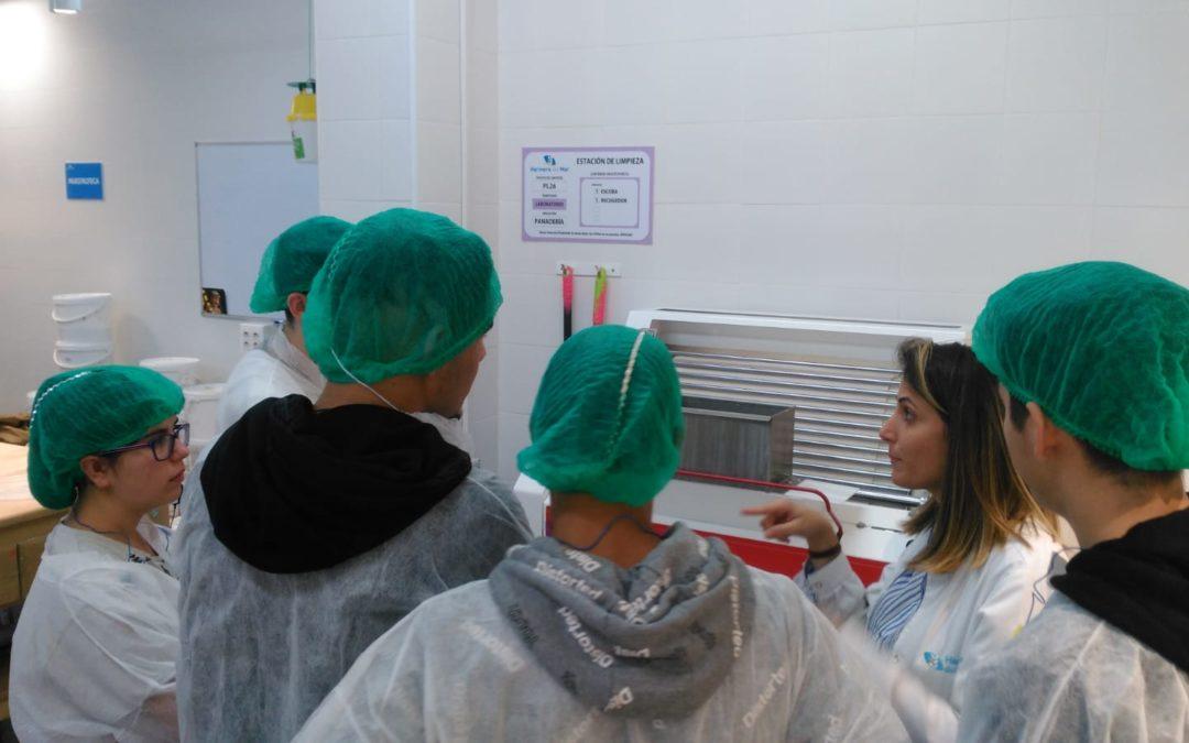 Los alumnos del taller de inserción sociolaboral continúan su formación fuera del aula