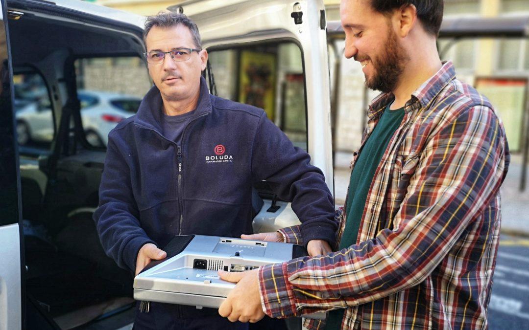 La Fundación Ángel Tomás recibe una donación de 25 pantallas de ordenador de Boluda Corporación Marítima