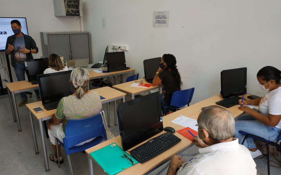 El programa d'inserció sociolaboral de FISAT i la Diputació de Castelló treballen per a trencar la bretxa digital en la cerca d'ocupació